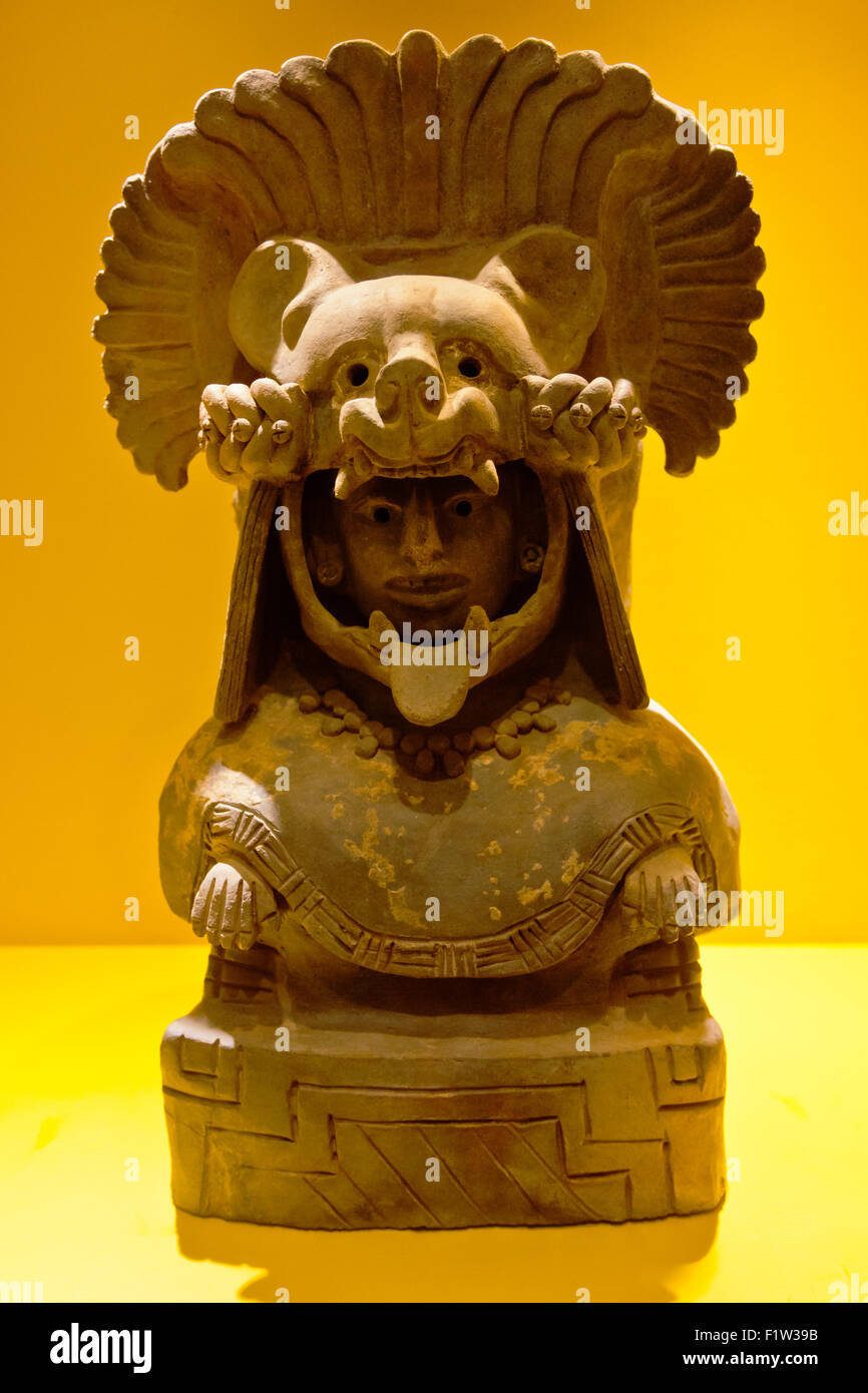 Sculpture of ZAPOTEC ROYALTY found in a tomb at MONTE ALBAN which dates back to 500 BC - OAXACA, MEXICO - Stock Image