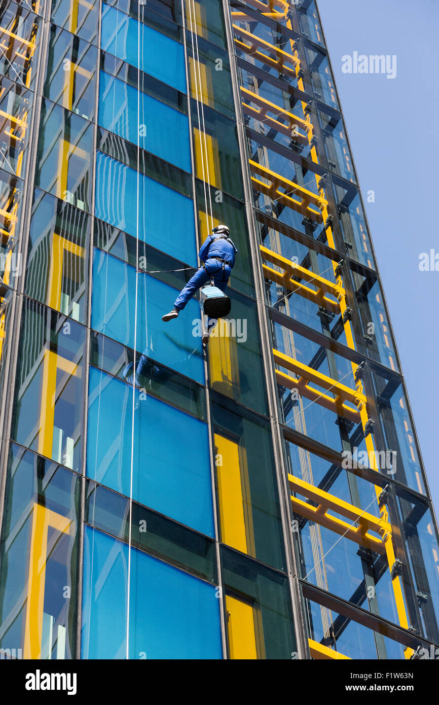 City of London, UK. 7 September 2015. MATT PULLEN, Team AkzoNobel, MD of Akzo Nobel abseils the Cheesegrater (The - Stock Image