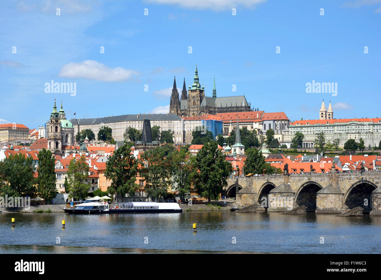 Hradcany castle and the Charles bridge at the Vltava river in Prague. - Stock Image