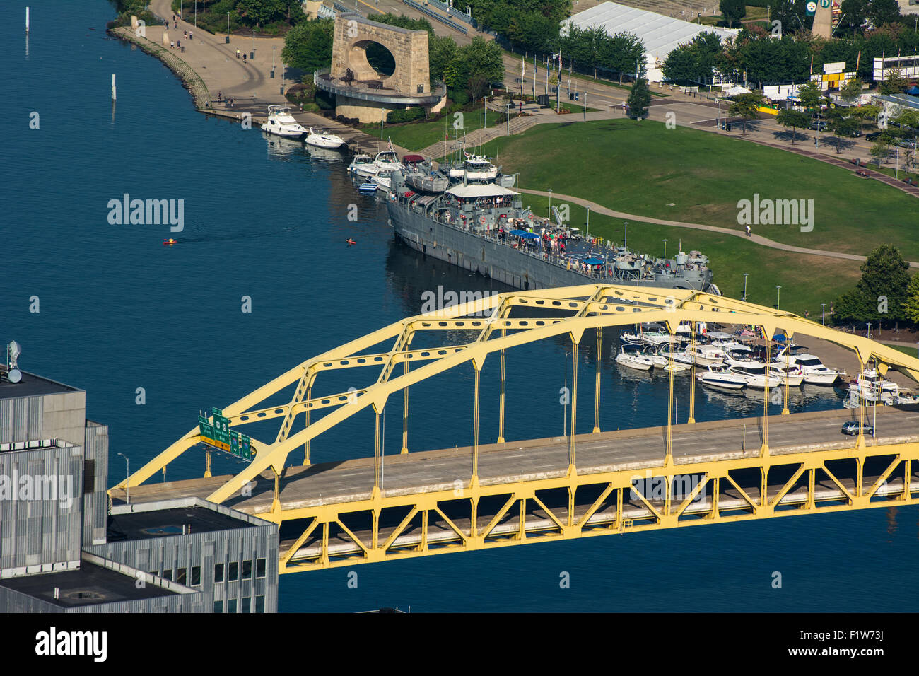 An aerial view of the Fort Duquesne bridge, crossing the Allegheny River, and the North Shore of Pittsburgh, Pennsylvania. - Stock Image