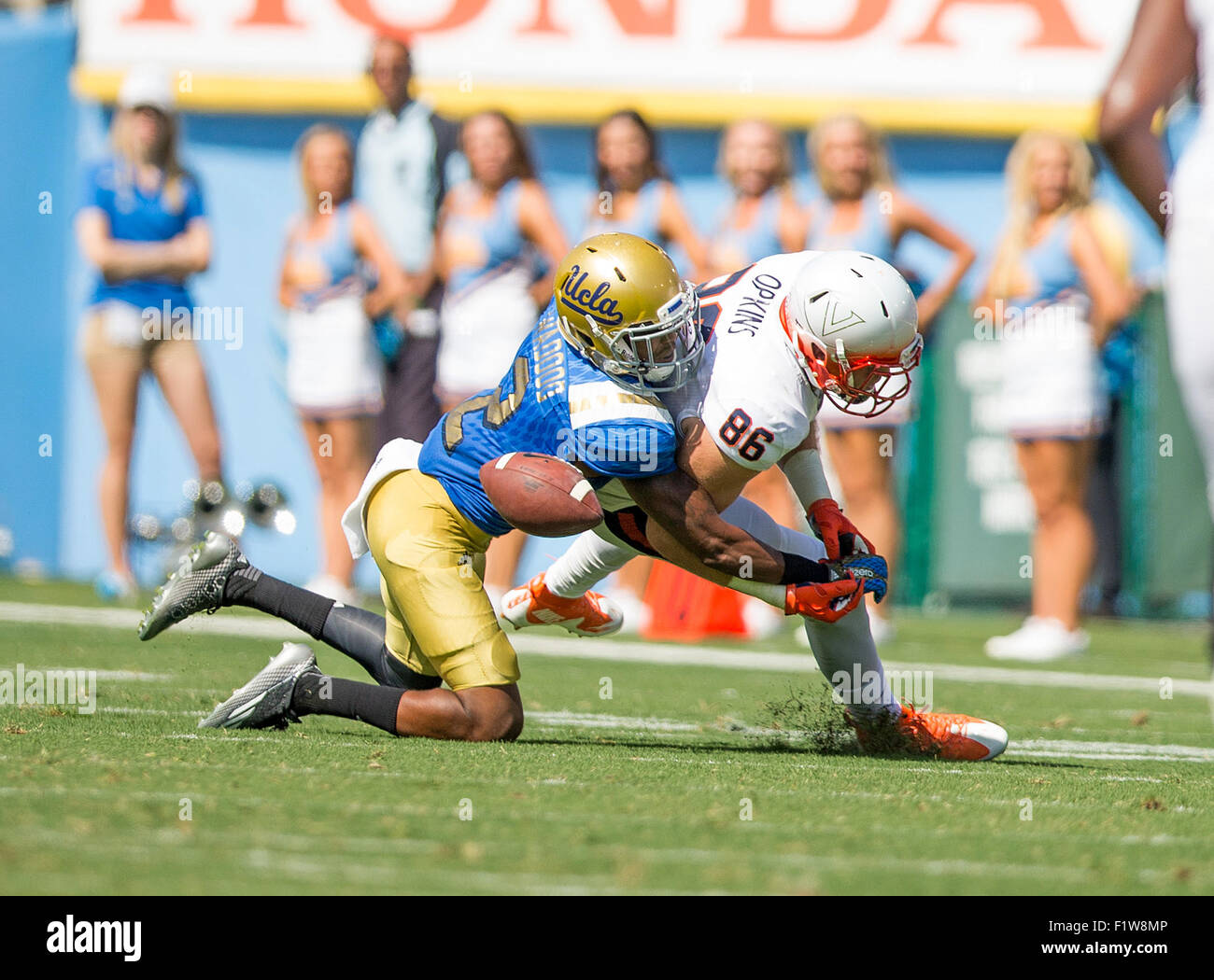 Pasadena, CA. 5th Sep, 2015. UCLA Bruins defensive back (2) Jaleel Wadood breaks up a pass during the Virginia Cavaliers - Stock Image