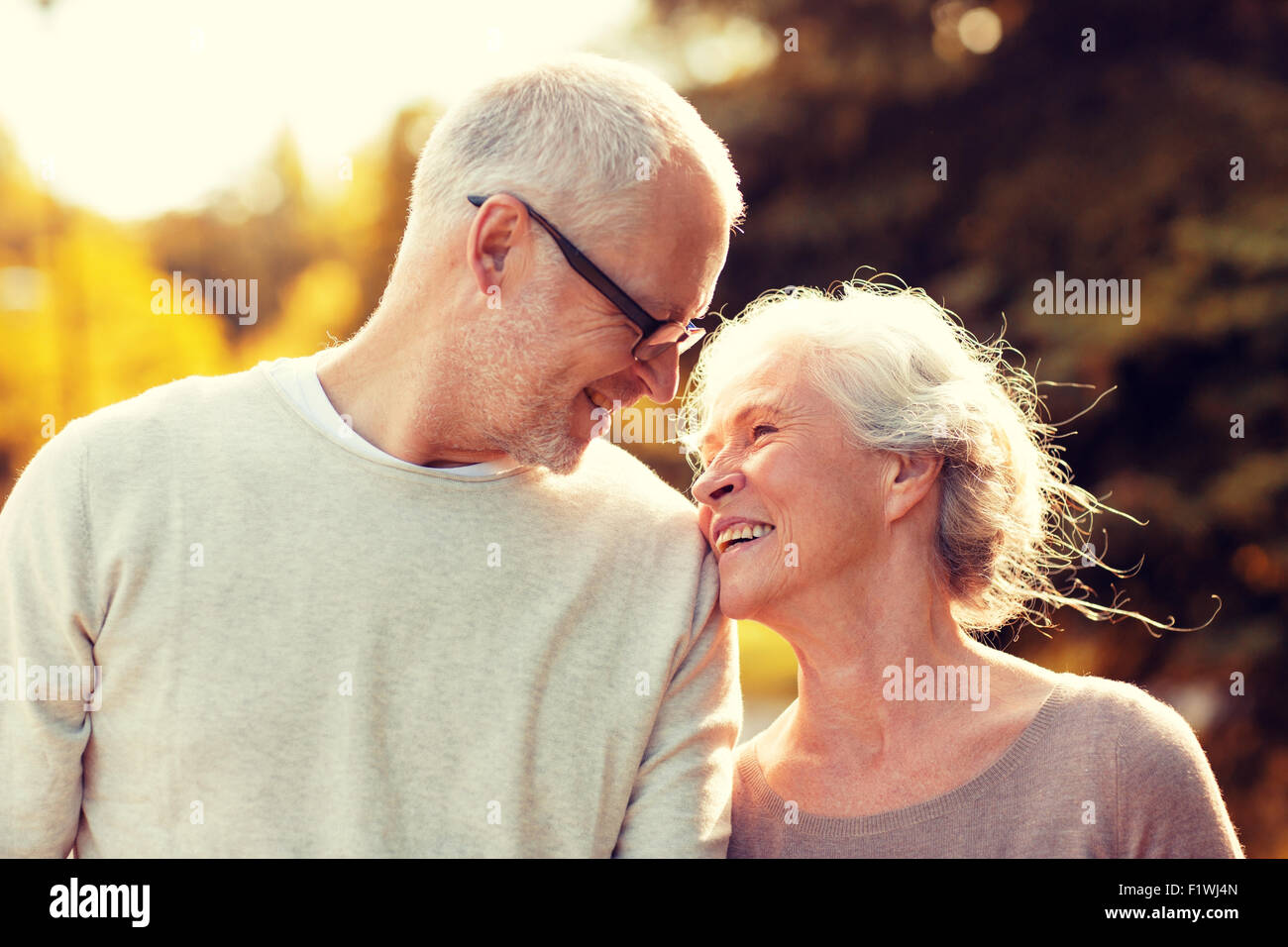 senior couple in park - Stock Image