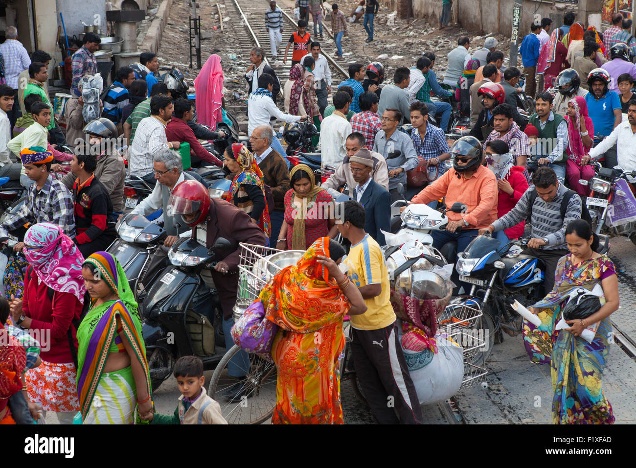 Congestion at a railway crossing in Bikaner - Stock Image