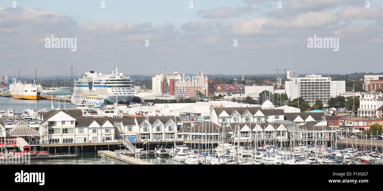 Southampton, Hampshire, UK. 8th September, 2015. The Hoegh Target is making its first appearance in the city's - Stock Image