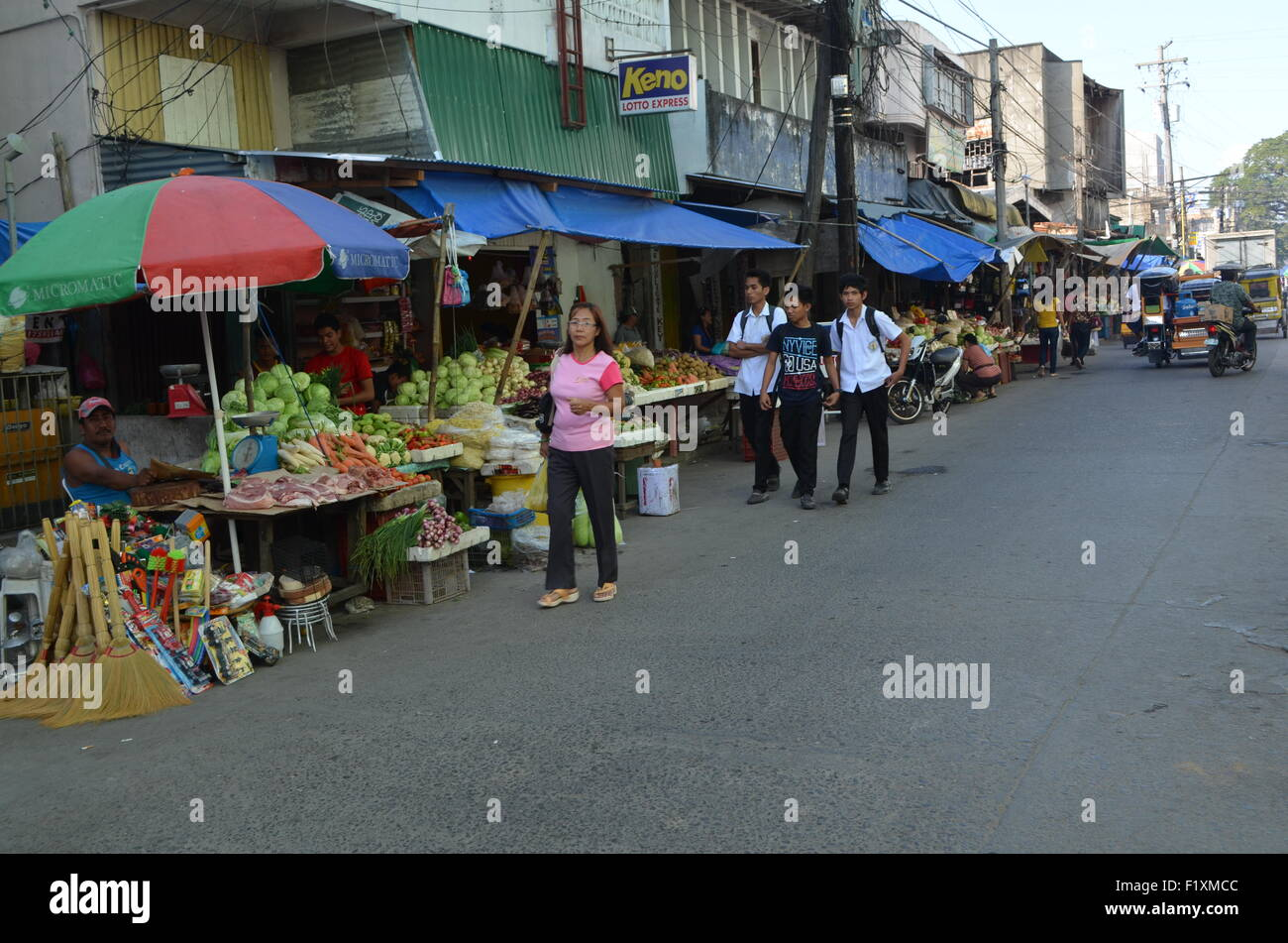 The market place inTugeogharo the northernmost state of thePhilippines. Streets wthstalls selling freshvegetables - Stock Image