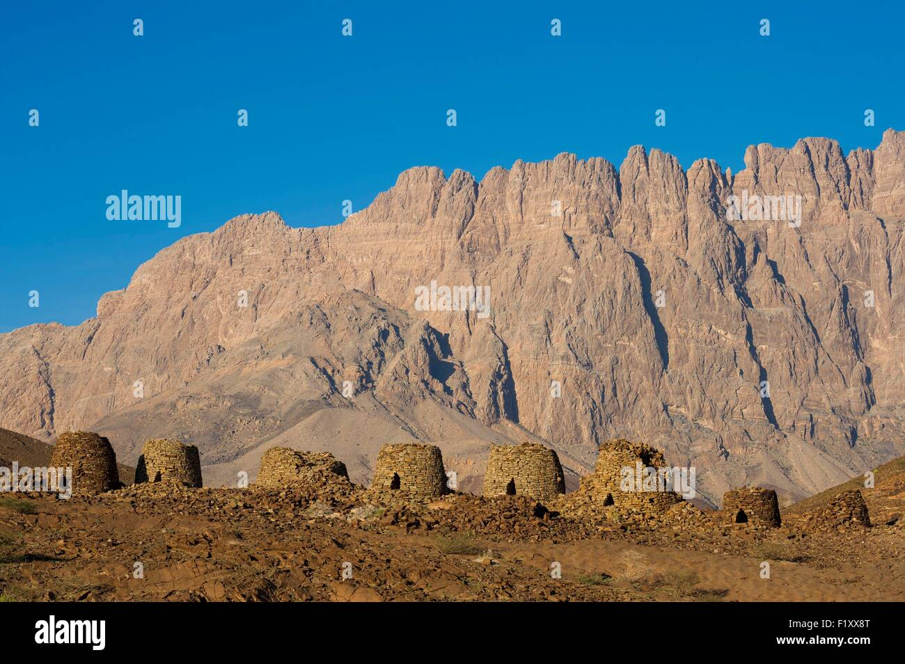 Oman, Ad-Dhakhiliyah, El Ayn, bronze age necropolis, 3000 before J.C., in front of Djebel Misht, listed as World - Stock Image