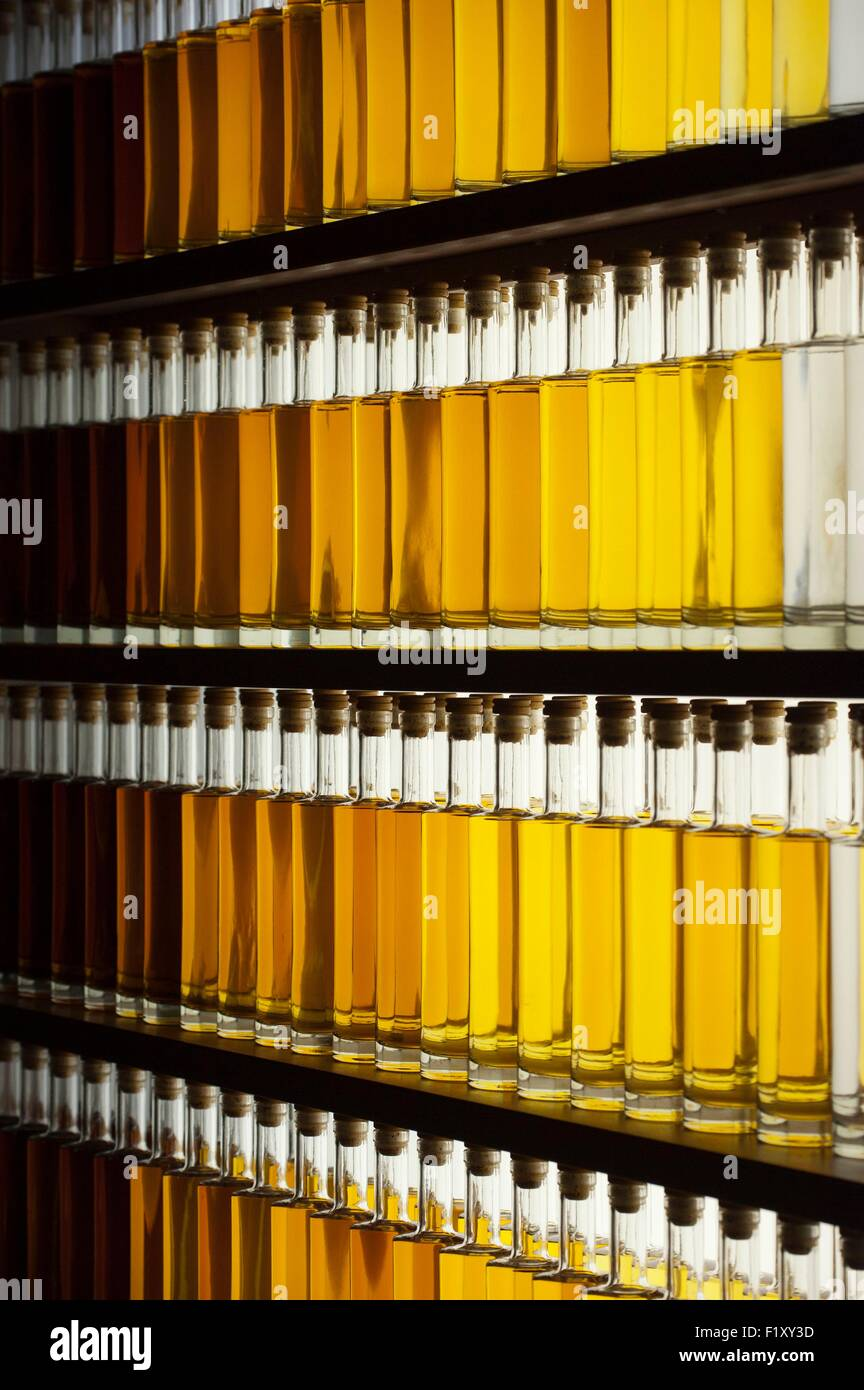 Gilded Bottle Stock Photos & Gilded Bottle Stock Images - Alamy