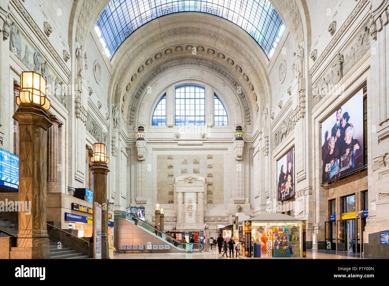 Italy, Lombardy, Milan, Piazza Duca d'Aosta, central station designed by architect Ulisse Stacchini and inaugurated - Stock Image
