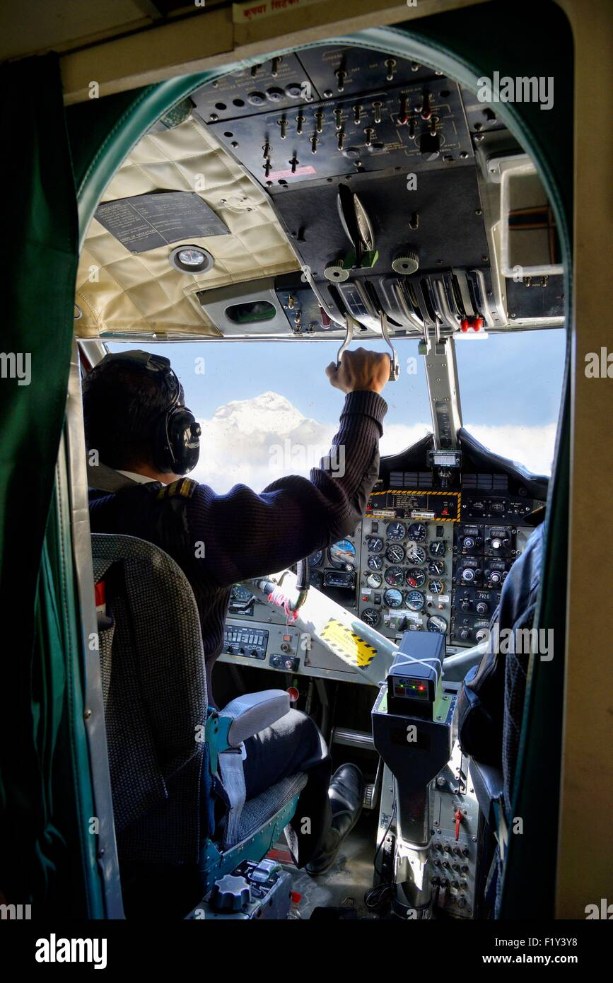 Nepal, Gandaki zone, flight between Pokhara and Jomsom in Mustang, pilot in the cockpit of a small twin otter aircraft - Stock Image