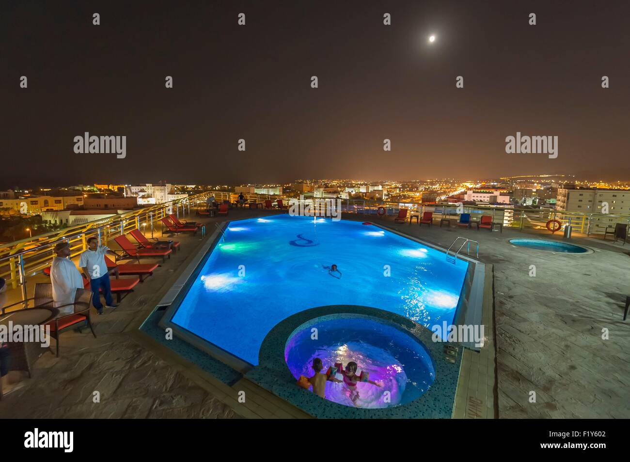Oman, Muscat, All Seasons Hotel, roof top swimming pool - Stock Image