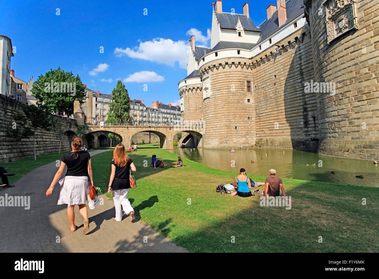 France, Loire Atlantique, Nantes, The moats of the Castle of Dukes de Bretagne in Nantes views since the street - Stock Image