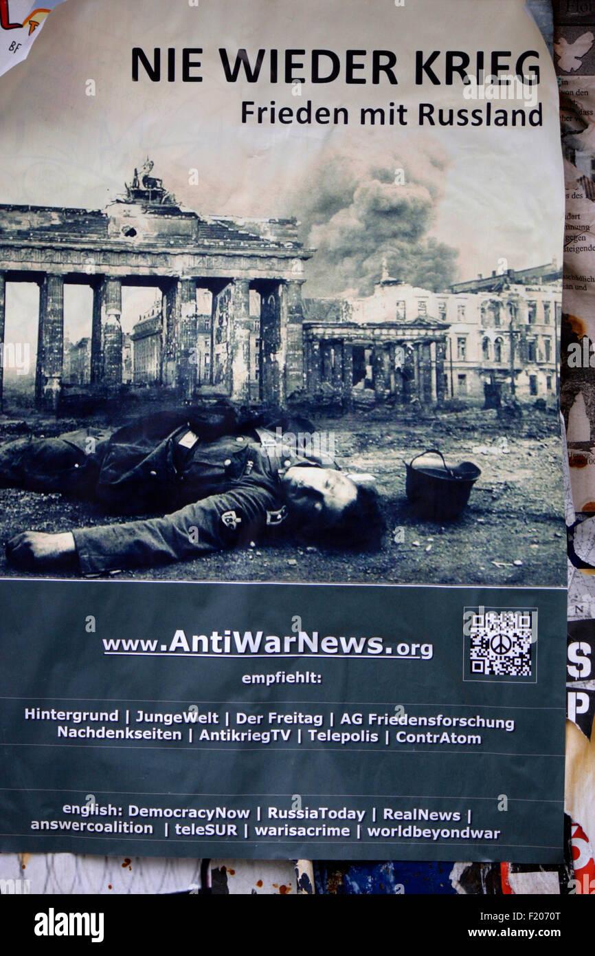 'Nie wieder Krieg Frieden mit Russland'  - Wahlplakate zur anstehenden Europawahl, Berlin. - Stock Image