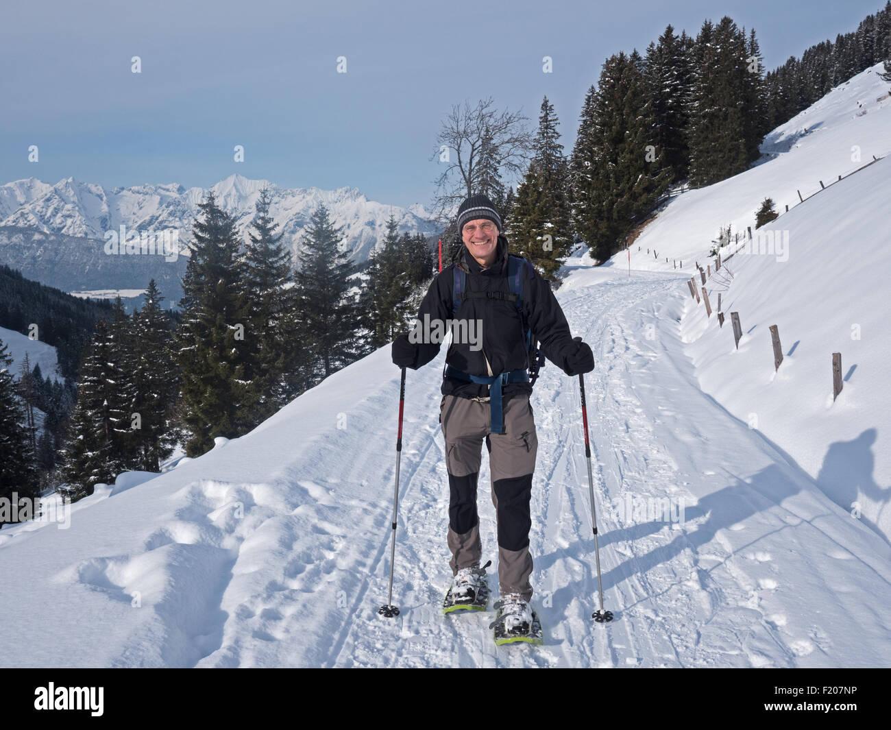 Schneeschuhwanderer in den Alpen Stock Photo