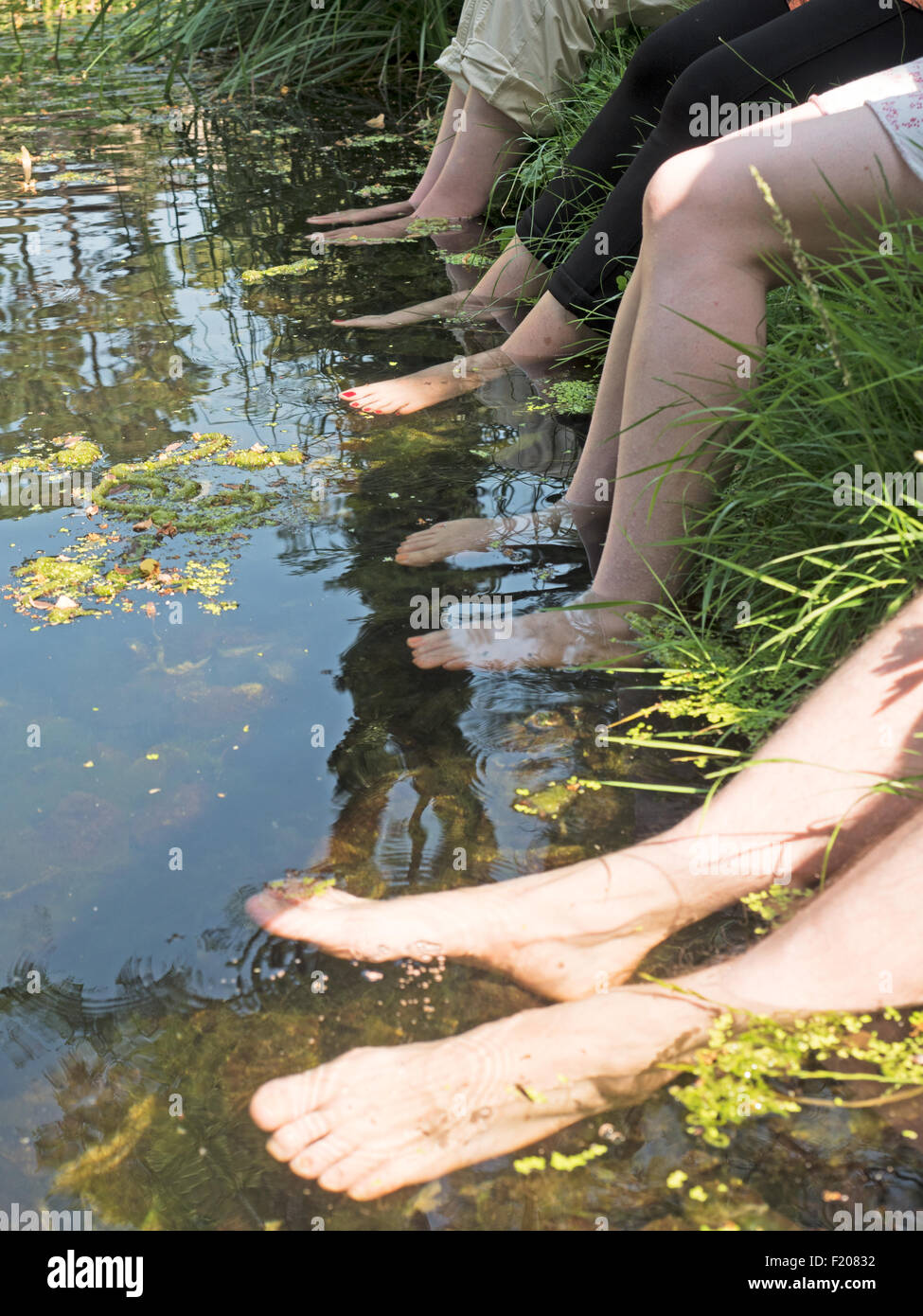 Füße in einem See - Stock Image