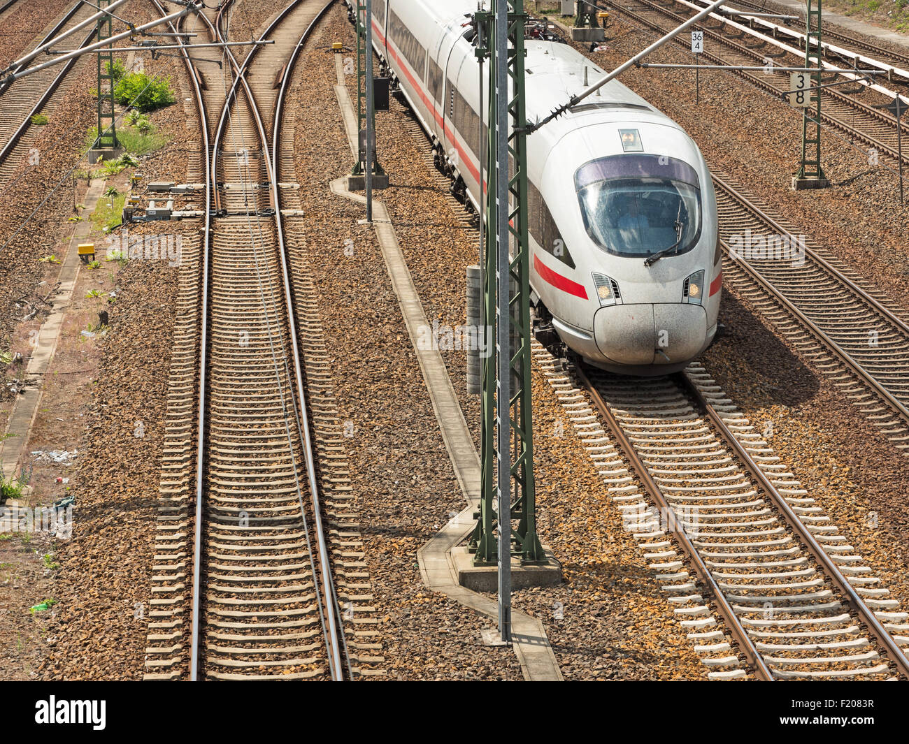 ICE Zug auf gerader Strecke - Stock Image