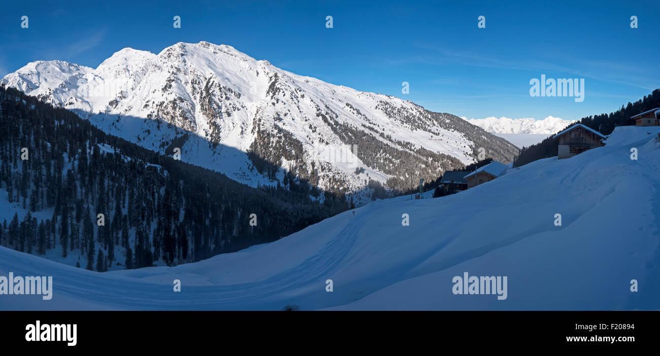 Schneebedeckte Gipfel - Stock Image