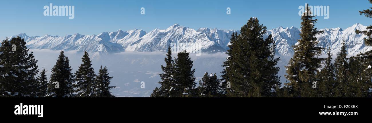 Gipfelkette in den Alpen - Stock Image