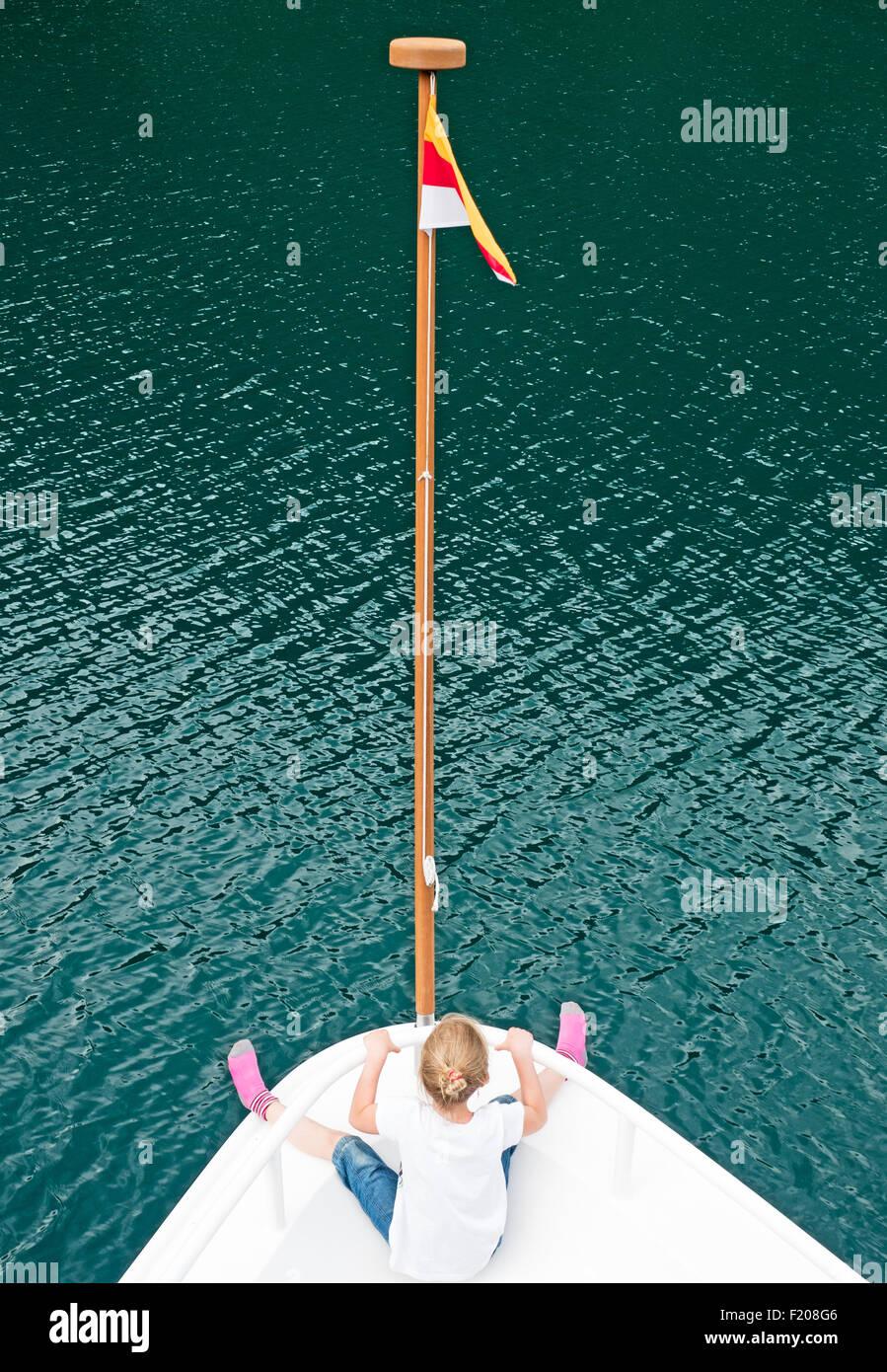 Mädchen auf Bootsdeck - Stock Image