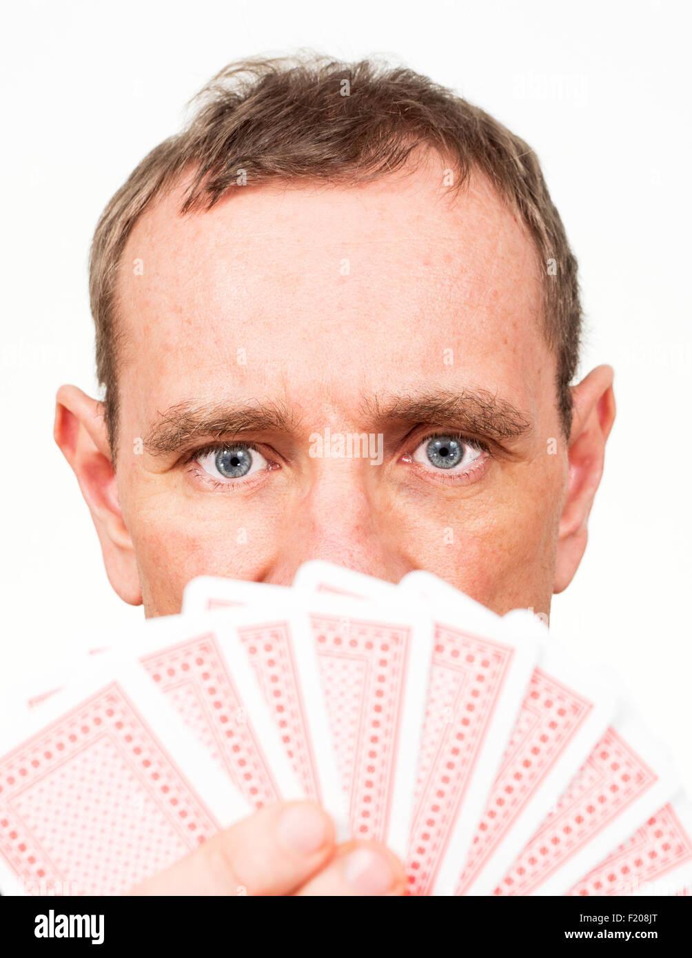 Mann mit Karten - Stock Image