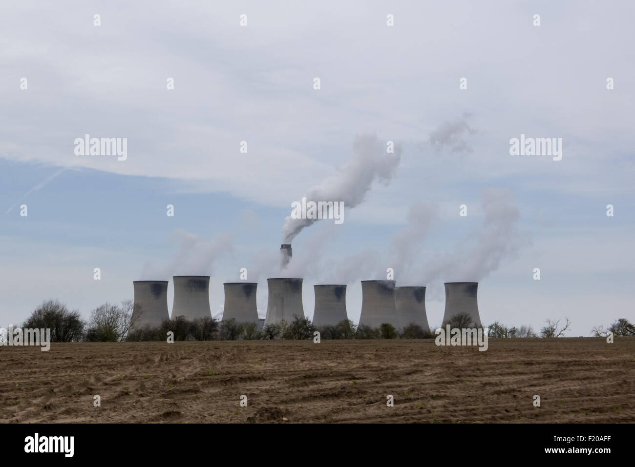 Cottam coal-fired Power Station, near Retford, Nottinghamshire. View of the eight cooling towers and chimney looking - Stock Image