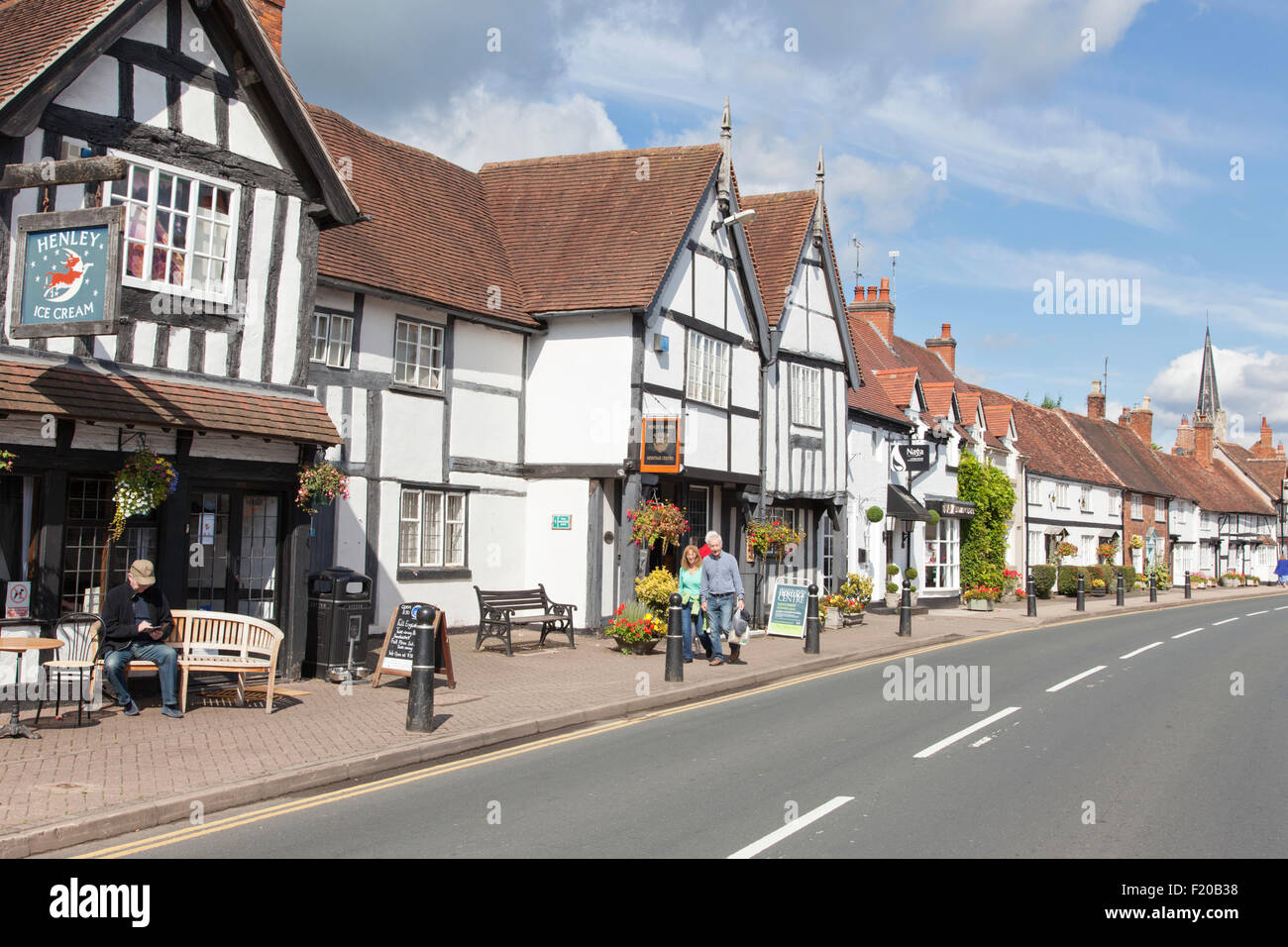 Attractive cottages line the high street in Henley in Arden, Warwickshire, England, UK Stock Photo