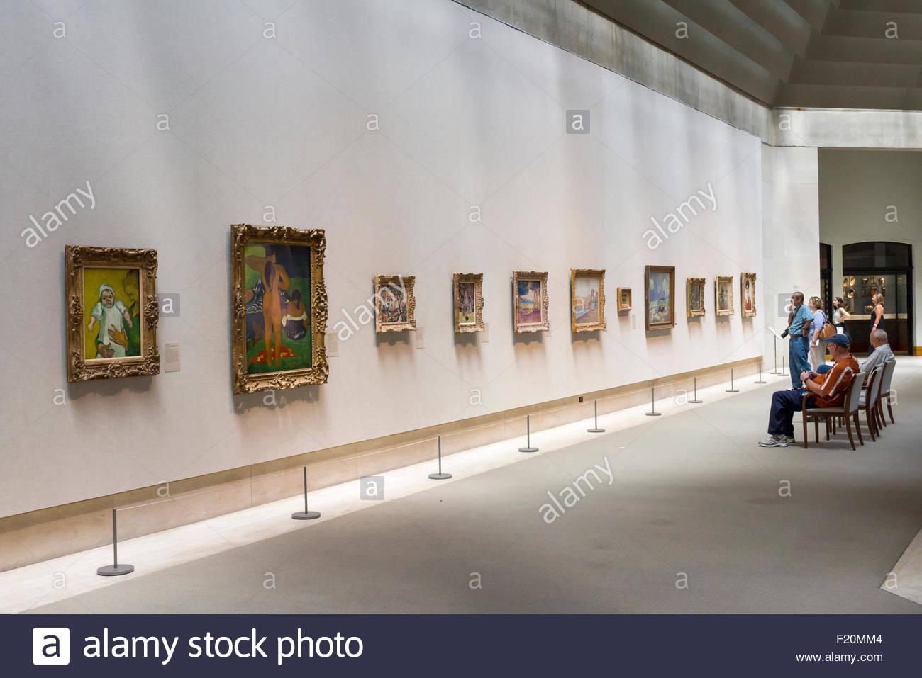 Visitors viewing artwork in the Metropolitan Museum of Art, Manhattan, New York City. - Stock Image