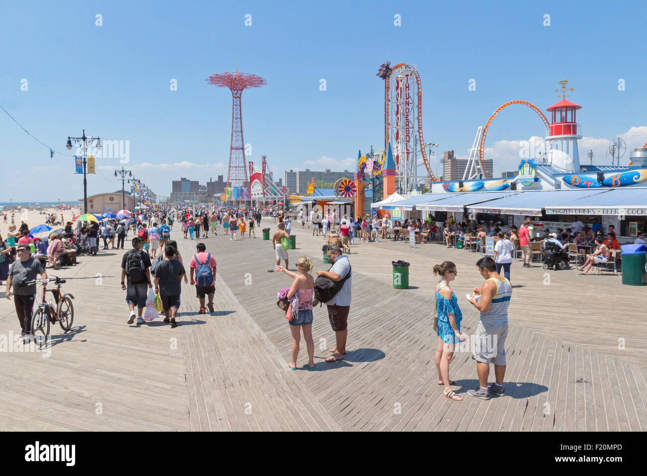 People having fun at Coney Island, Brooklyn, New York. - Stock Image