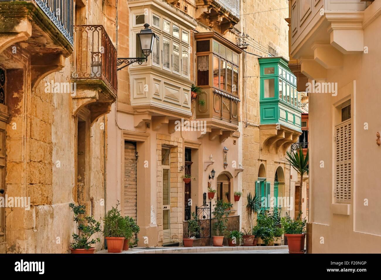 Malta, Birgu, Vittoriosa, narrow alley composed of old