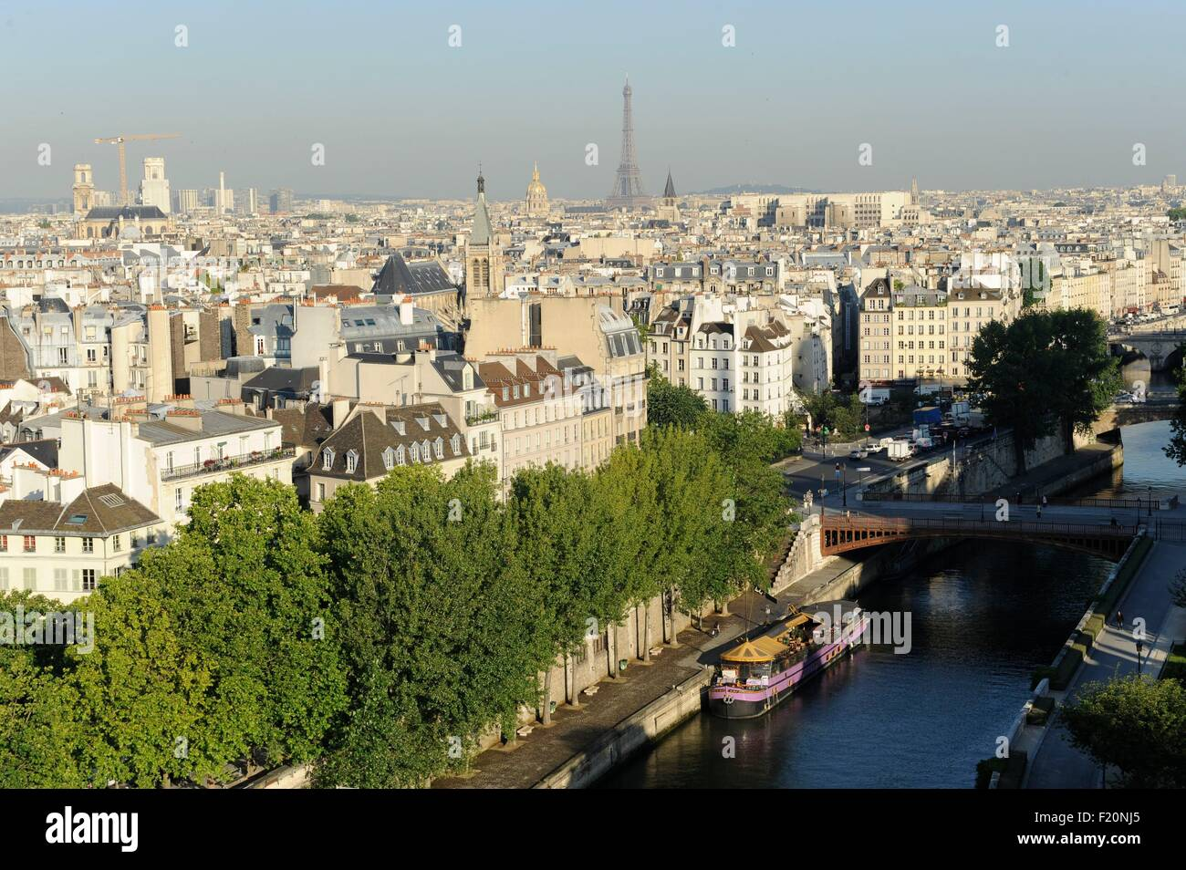 France, Paris, The Seine at the height of the port of Montebello and Pont Double, area listed as World Heritage - Stock Image