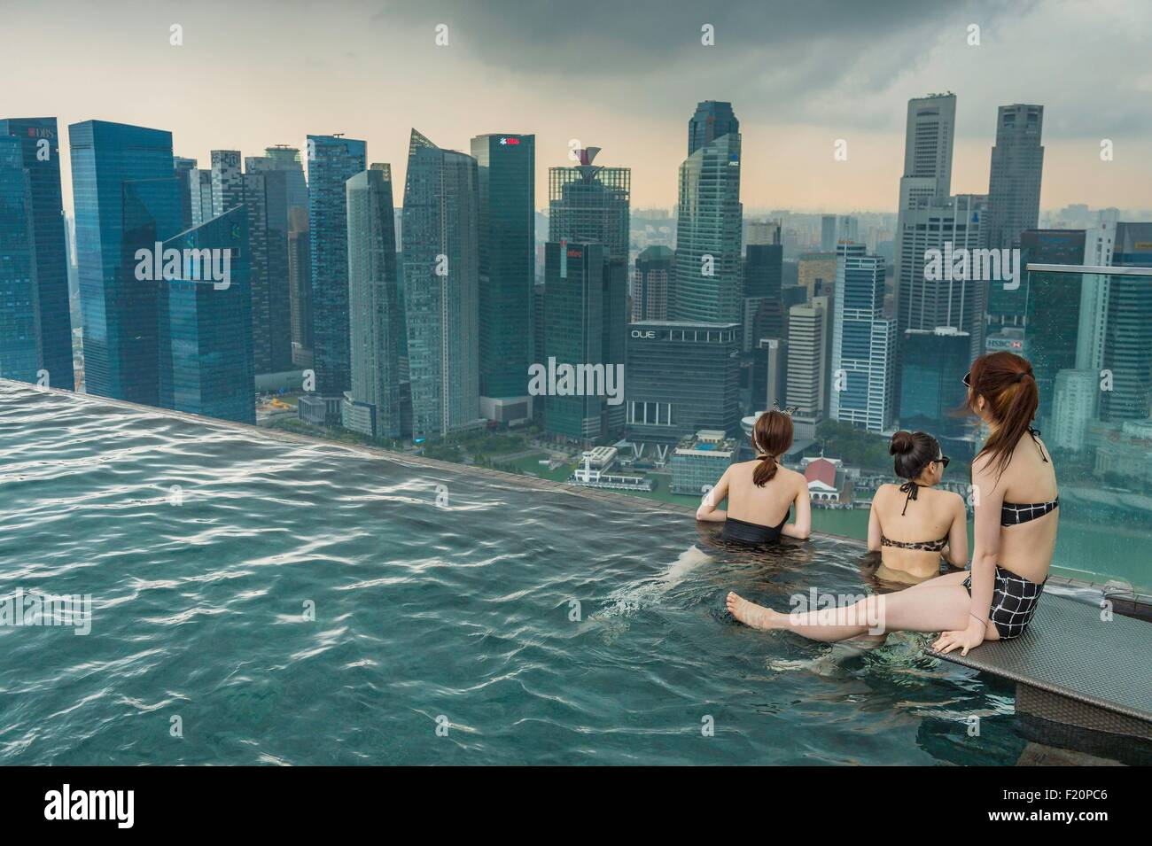 Singapore, Marina Bay, swimming-pool on the rooftop of Marina Bay Sands, luxuary hotel opened in 2010 - Stock Image