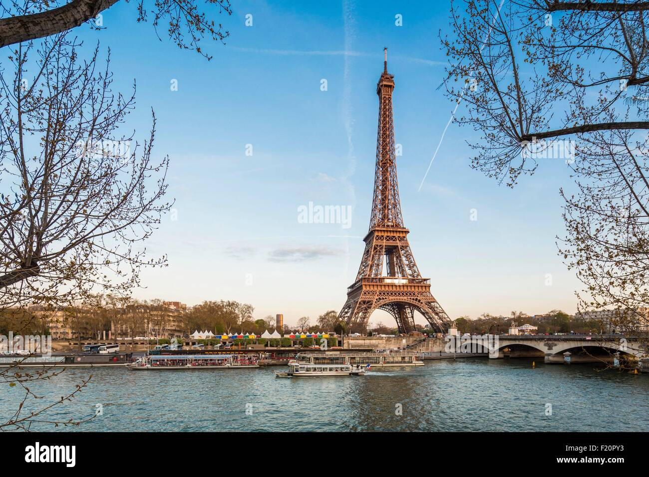 France, Paris, the banks of the Seine listed as World Heritage by UNESCO, the Eiffel Tower - Stock Image
