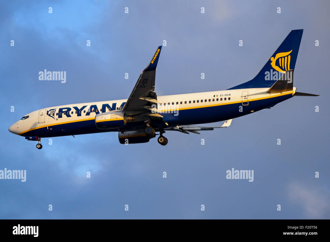Ryanair Boeing 737-800 approaches runway 23R at Manchester airport. - Stock Image