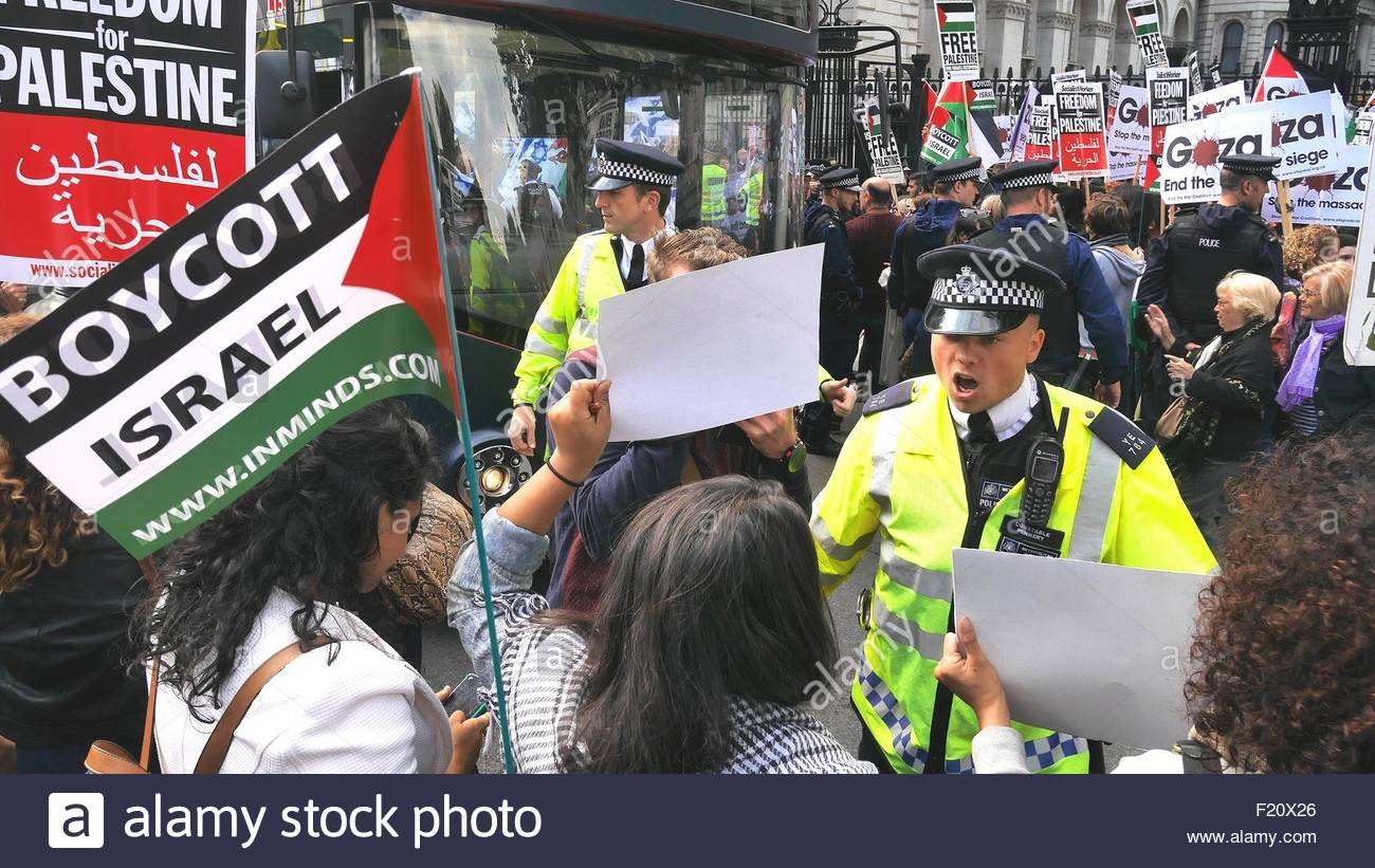 London, Great Britain. September 9th, 2015. UK, London: Protesters carrying a sign reading Boycott Israel and Gaza - Stock Image