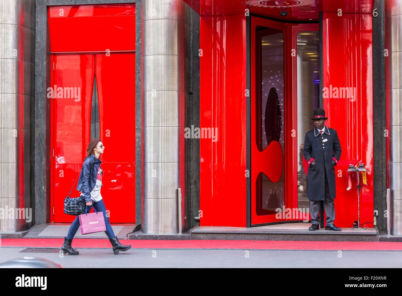 Italie, Lombardie, Milan, Court Corso Giacomo Matteotti and entrance of the hotel Boscolo - Stock Image