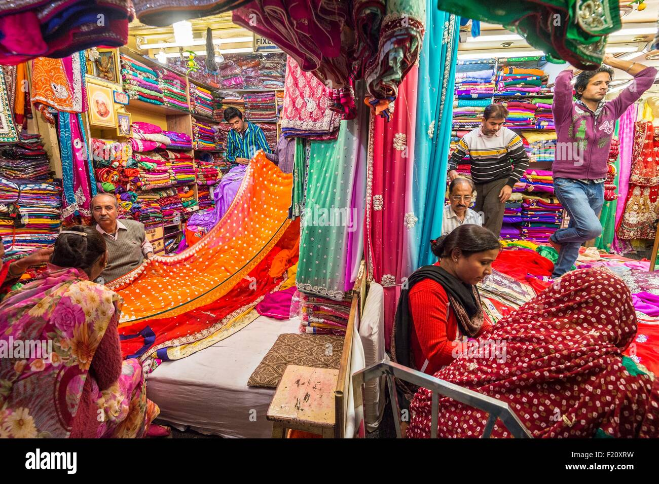 India, Rajasthan state, Jaipur, the Johari Bazar is the main market for sarees - Stock Image