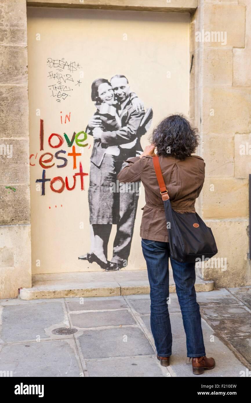 Graffiti Love Paris