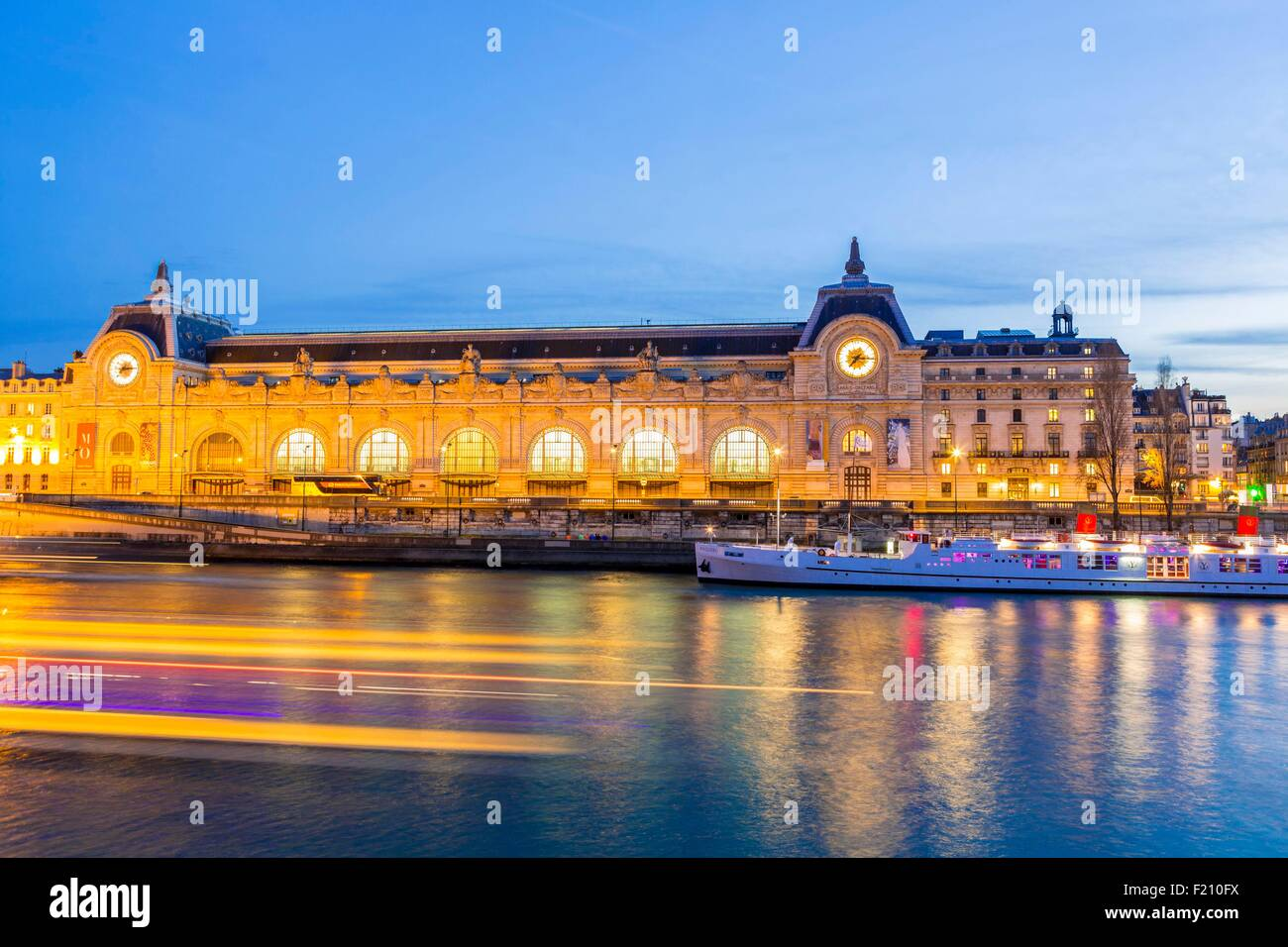 France, Paris, the banks of the Seine listed as World Heritage by UNESCO, the Orsay museum - Stock Image