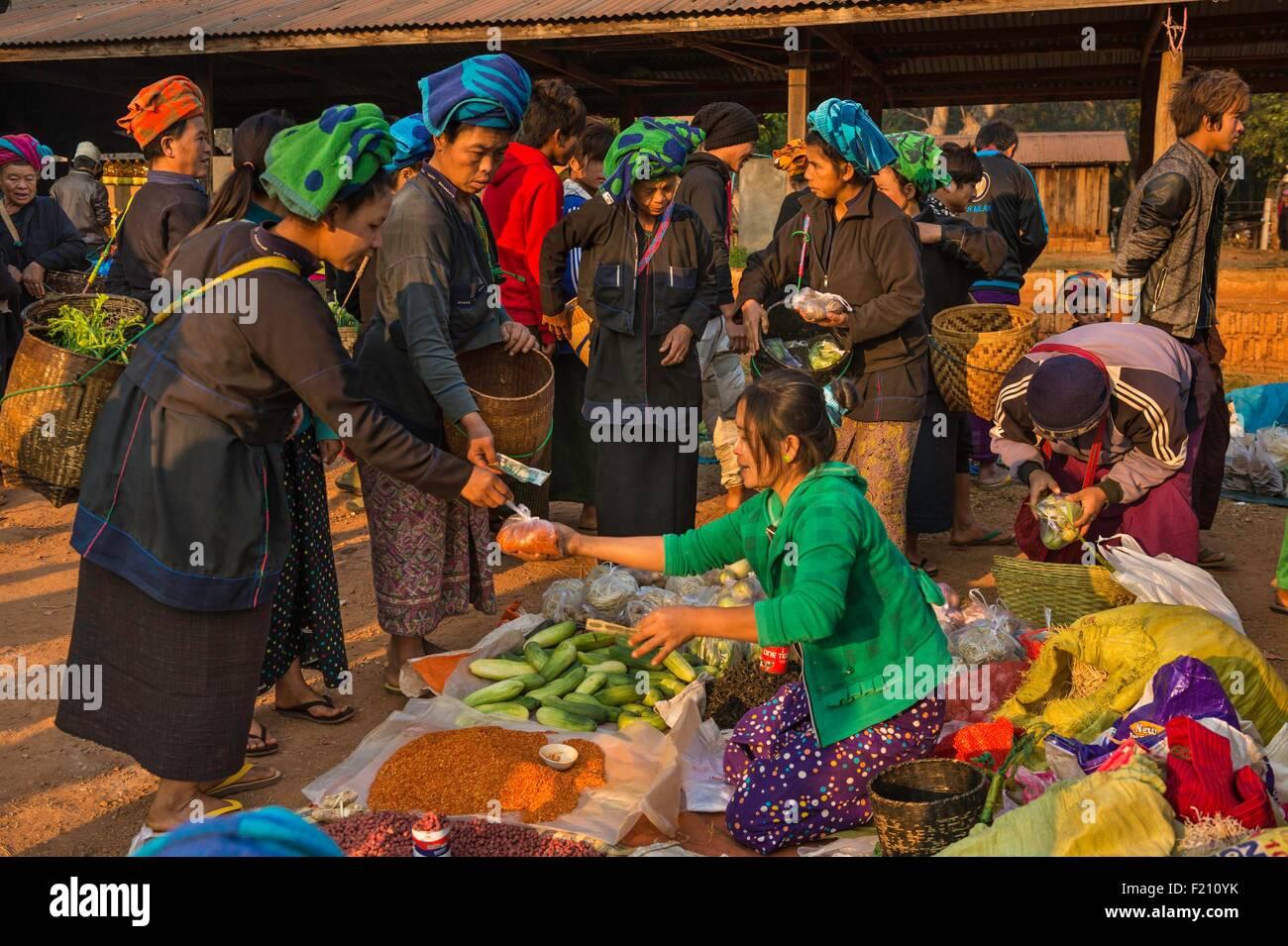 Myanmar (Burma), Shan state, Pa'O tribe, Hamsu, Maha Myatmuni pagoda's market - Stock Image