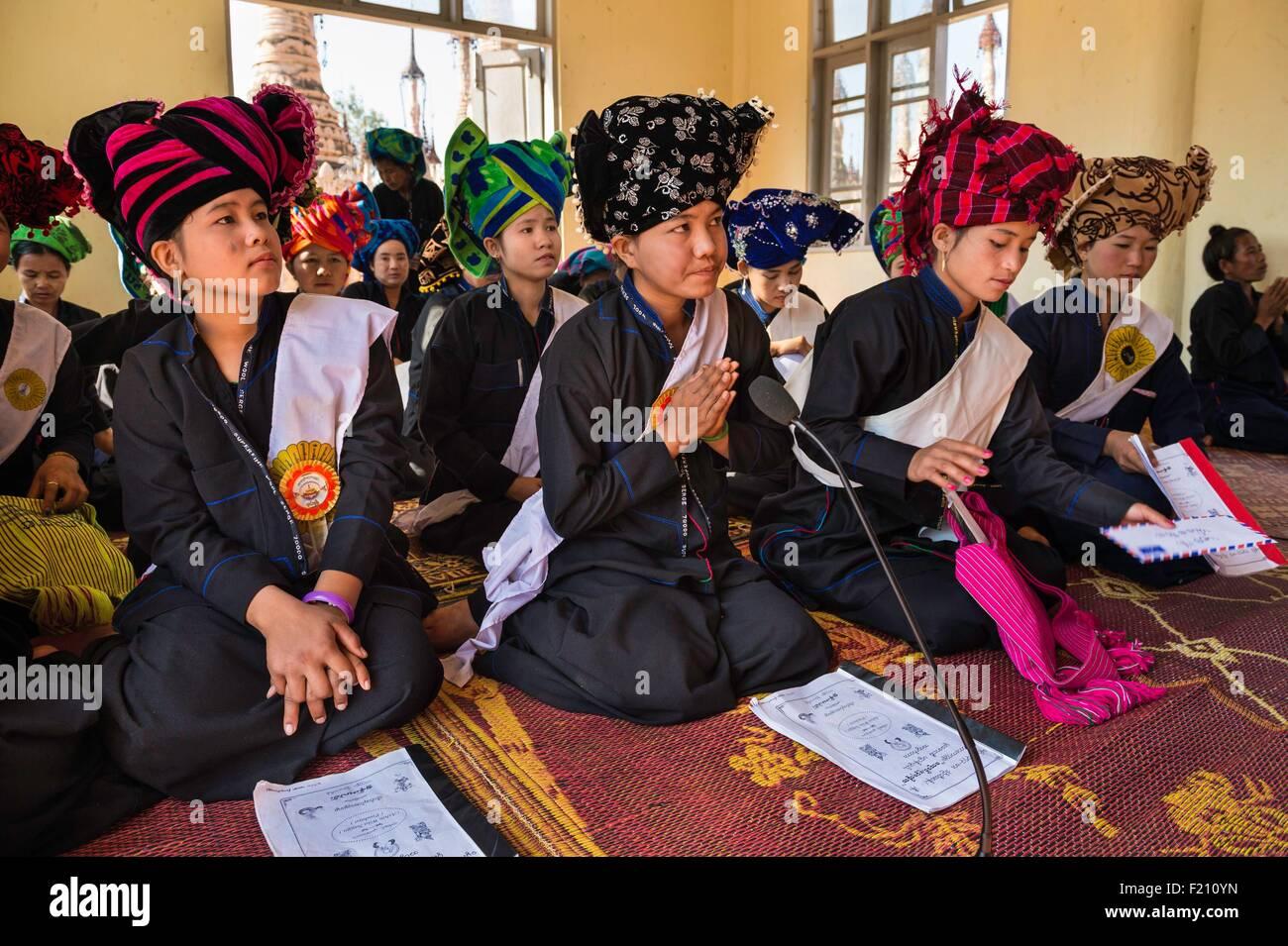 Myanmar (Burma), Shan state, Pao's tribe, Kakku, pilgrim during Kakku's pagoda festival organised for the - Stock Image