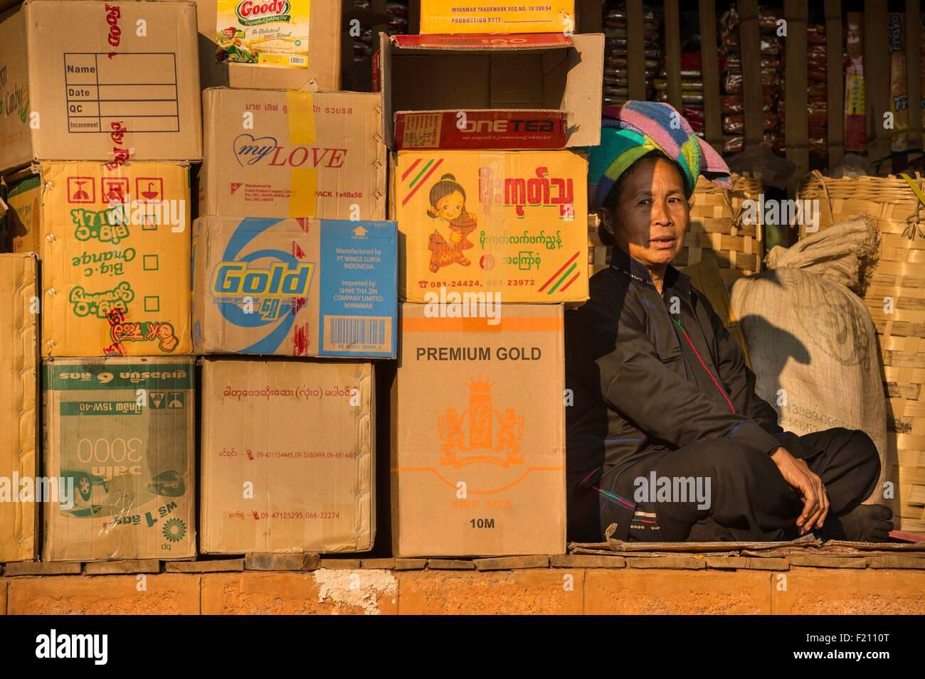 Myanmar (Burma), Shan state, Pa'O tribe, Hamsu, Maha Myatmuni pagoda's market Stock Photo