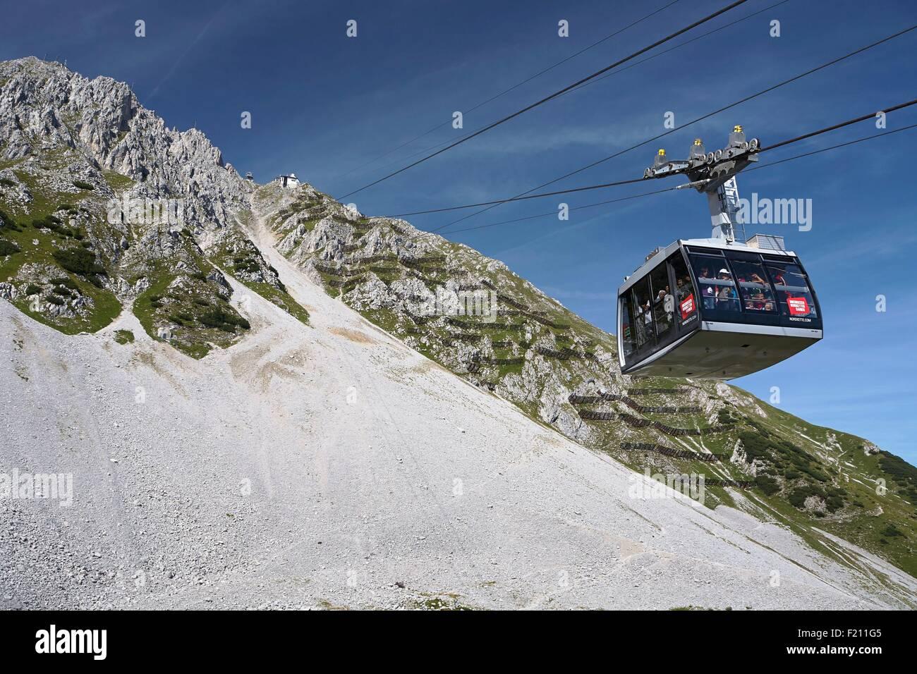 Austria, Tyrol, Innsbruck, Cableway at the Innsbrucker Nordkettenbahnen station - Stock Image