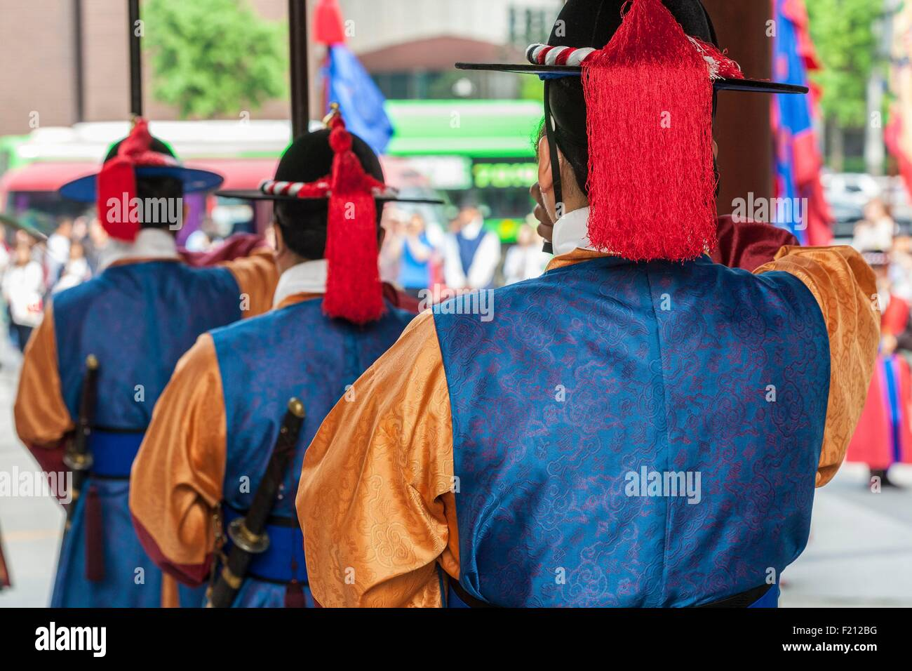 South Korea, Seoul, Deoksugung Palace, the royal palace of the Joseon Dynasty, Daehanmun door, changing of the guard - Stock Image