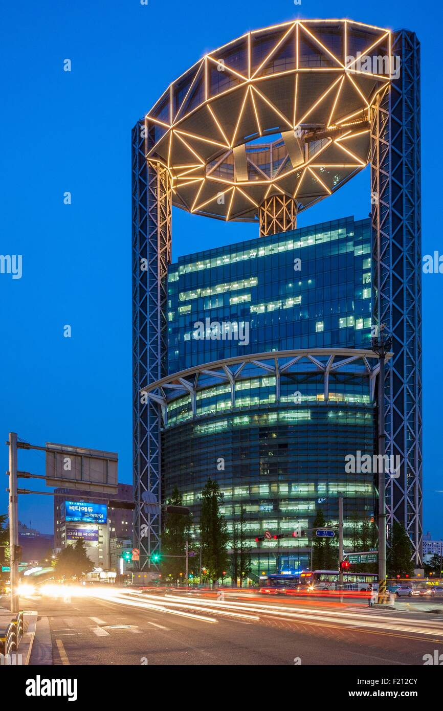 South Korea, Seoul, Jongno Tower (1999) designed by architect Rafael Vinoly - Stock Image