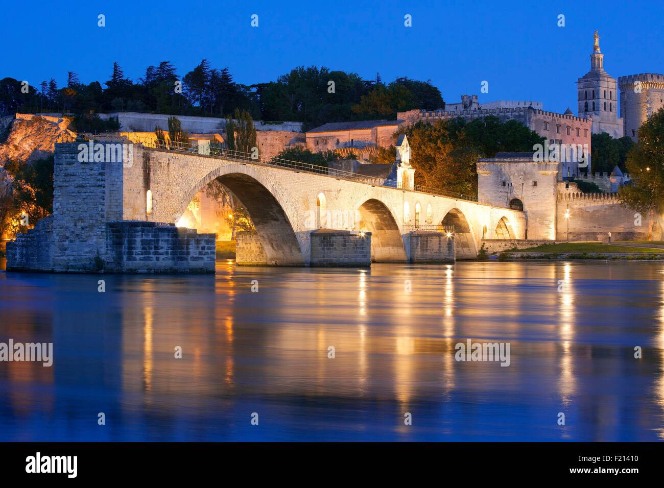France, Vaucluse, Avignon, Saint Benezet Bridge (12th century) on the Rhone - Stock Image