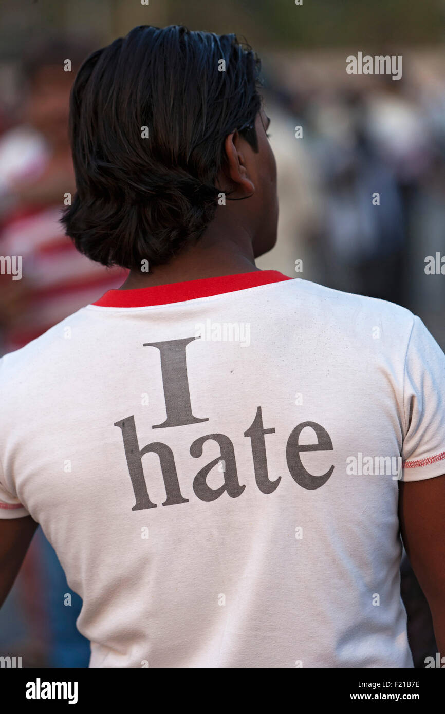 India, Maharashtra, Mumbai, Teenage male wearing a T shirt with the words 'I hate' printed on the back. - Stock Image