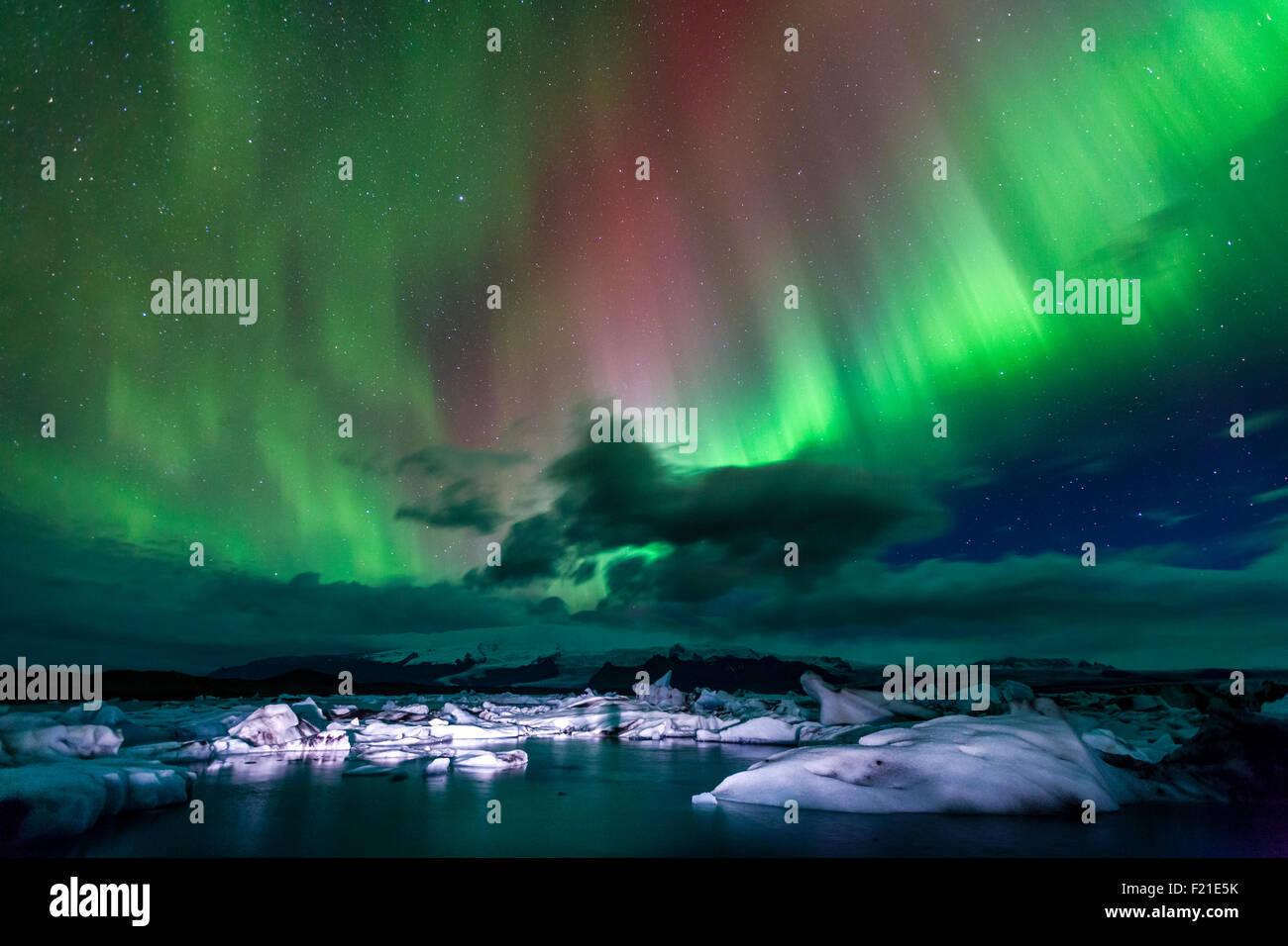 Aurora borealis over Jokulsarlon lagoon in Iceland - Stock Image