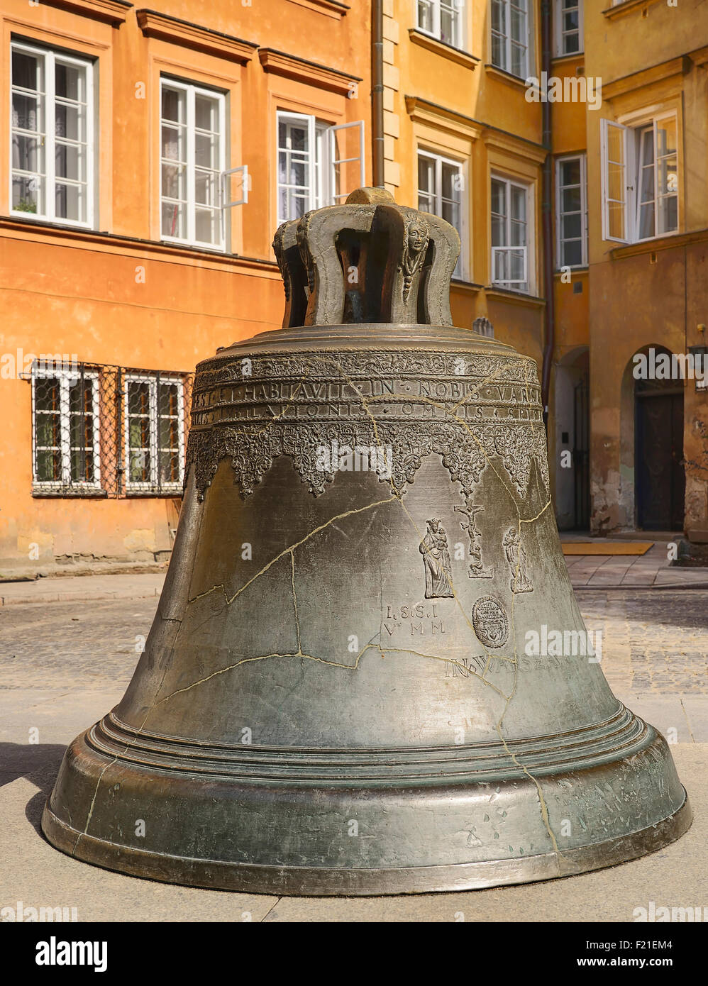 Poland, Warsaw, Old Town, Canon Square, Bronze bell of Warsaw. - Stock Image
