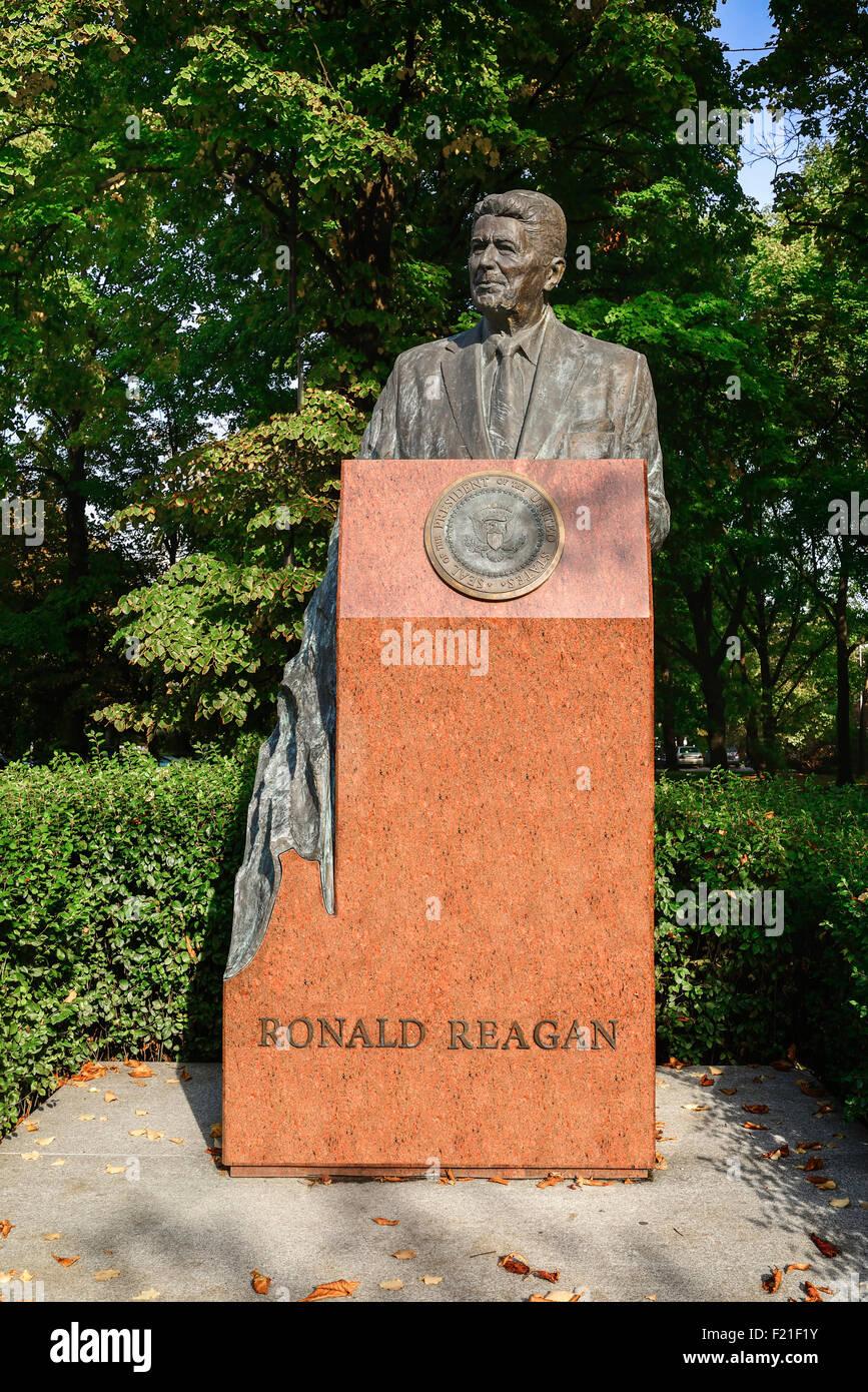 Poland, Warsaw, Statue of Ronald Reagan near the USA Embassy. - Stock Image