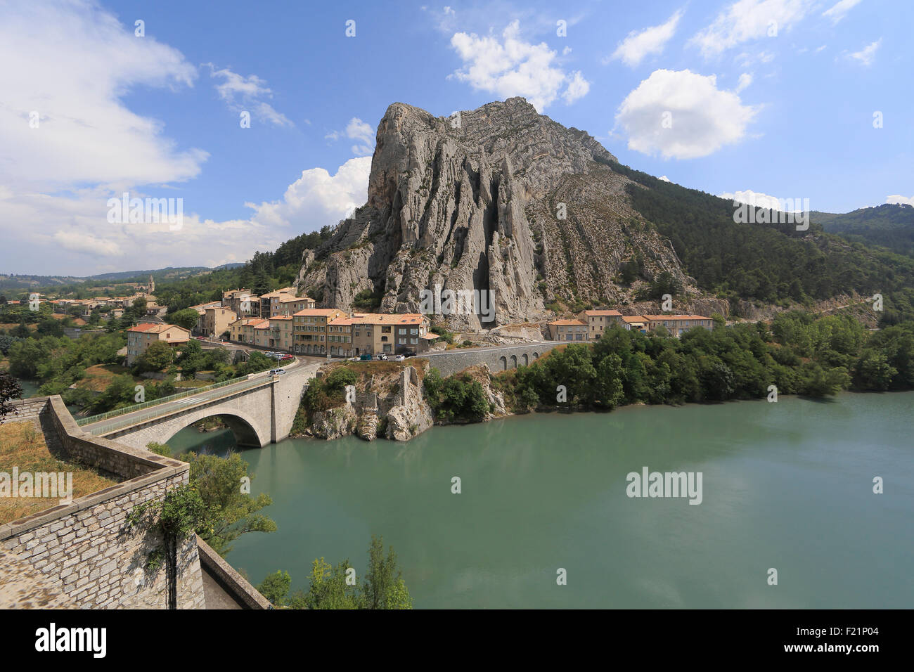 View of the Rocher de la Baume and the river Durance, Sisteron, Alpes-de-Haute-Prove, France - Stock Image