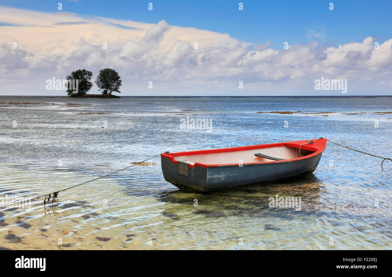 Boat in shallow sea on Seychelles. - Stock Image